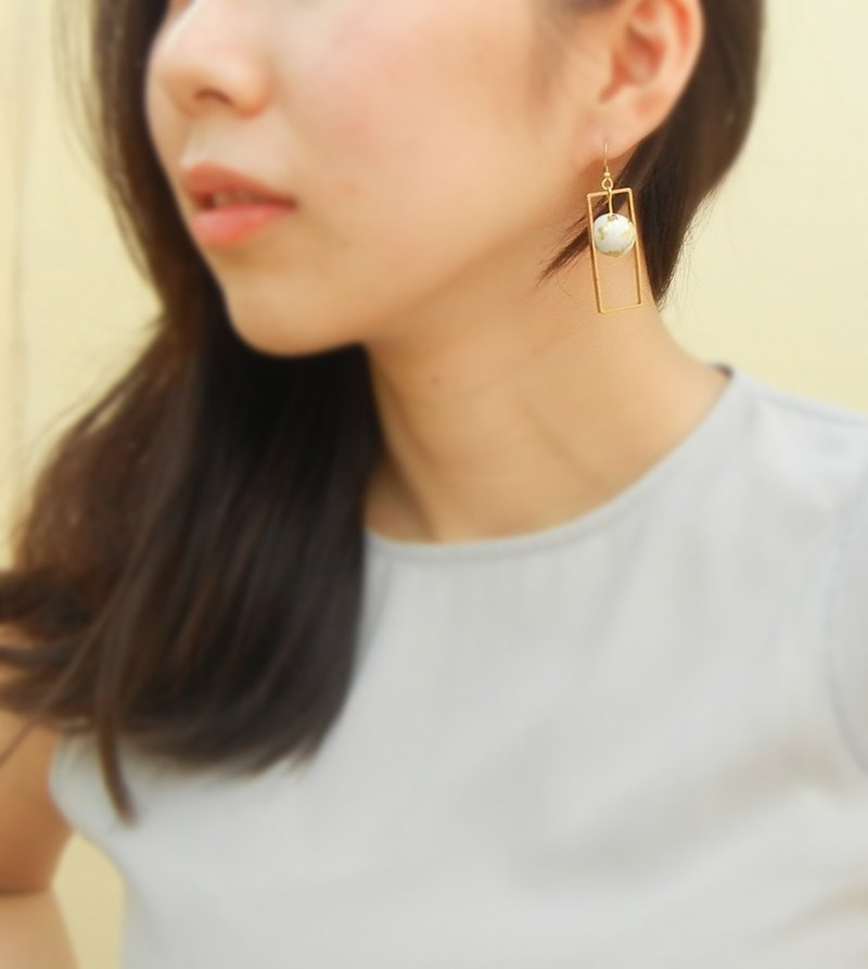 *Coucoubird*brass block gold ball earring / clip-on can be changed