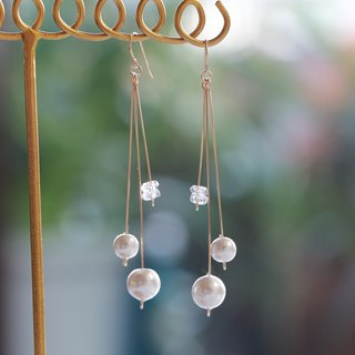 14kgf-pearl and crystal straight pierced earrings(can change to clip-on