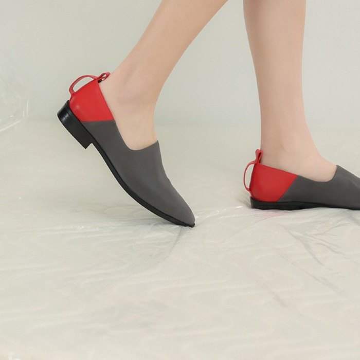 Followed by oblique cut color square leather shoes gray red