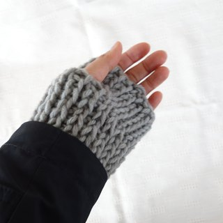 yuoworks / wrist warmers / hand-knitted by tunisian crochet