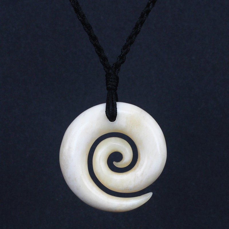 Classic spiral vintage personalized jewelry hand-carved ox bone spiral pendant to send men and women friends parent-child necklace