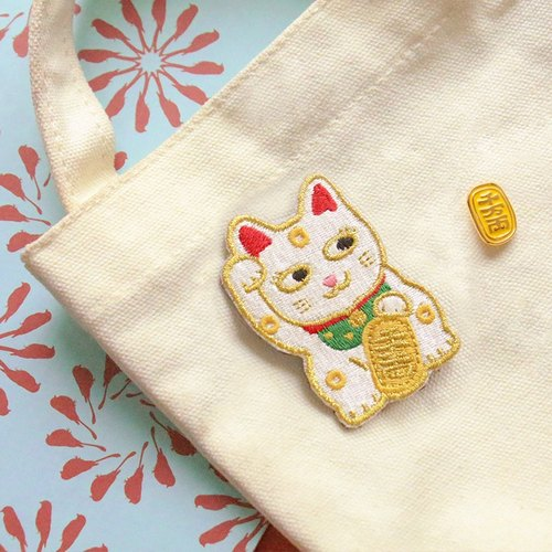 UPICK original life Lucky cat trick peach cute cute embroidery decoration brooch pin