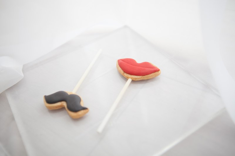 Pretty beard and red lip icing lollipop wedding small objects / table / ceremony / bridesmaid ceremony