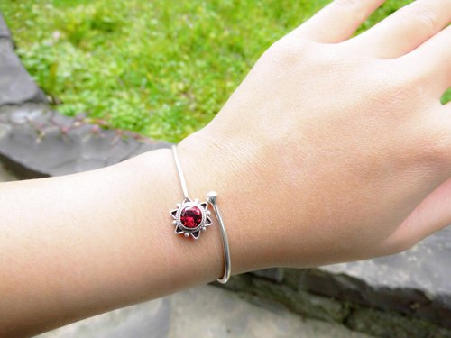 Garnet Silver Star bracelet bracelet inlaid hand-made in Nepal