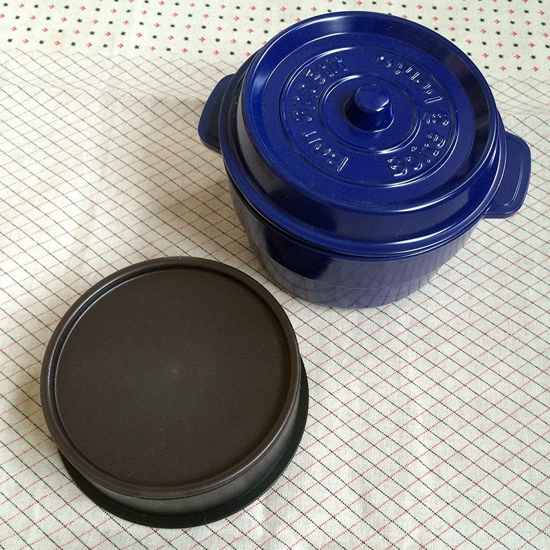 Small items selected from MyZakka lunch was} liberator: cast iron pot shape Nippon lightweight Picnic _ Blue