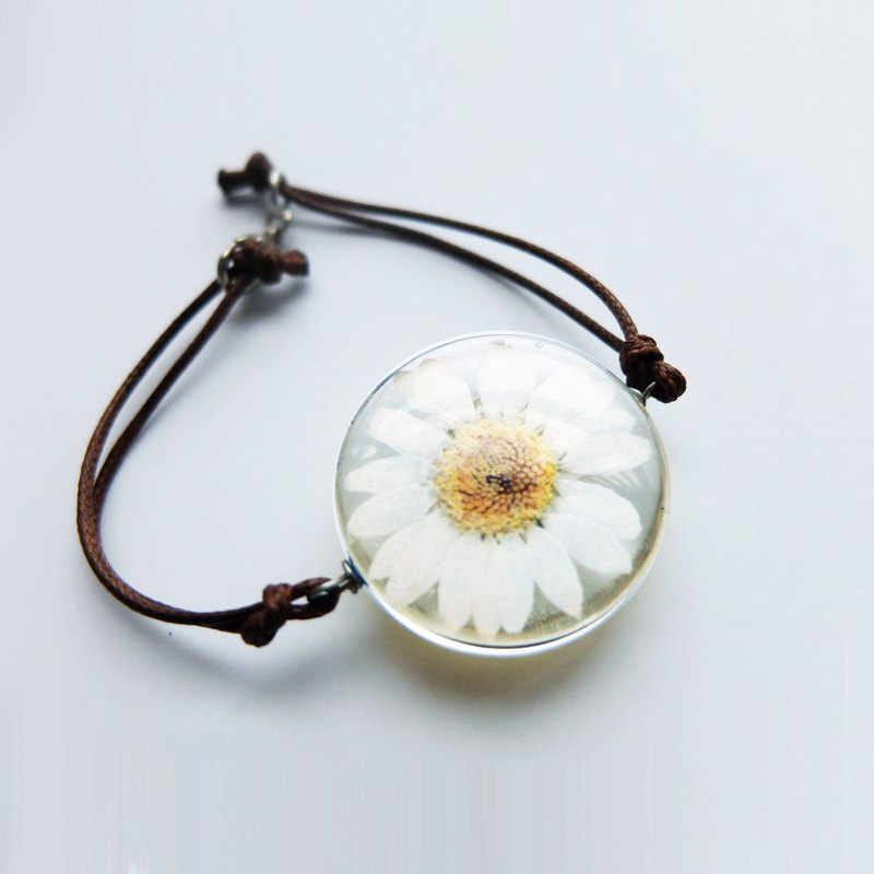 Pressed White Daisy Necklace