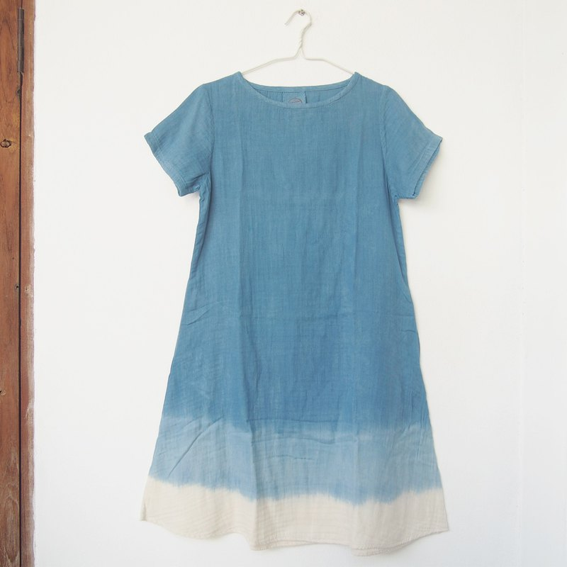 Indigo shade dress / round neck with 2 pockets