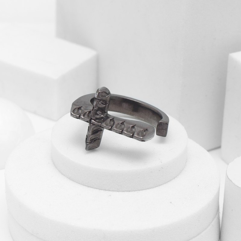 Serpent Cross Ring (Black Silver)