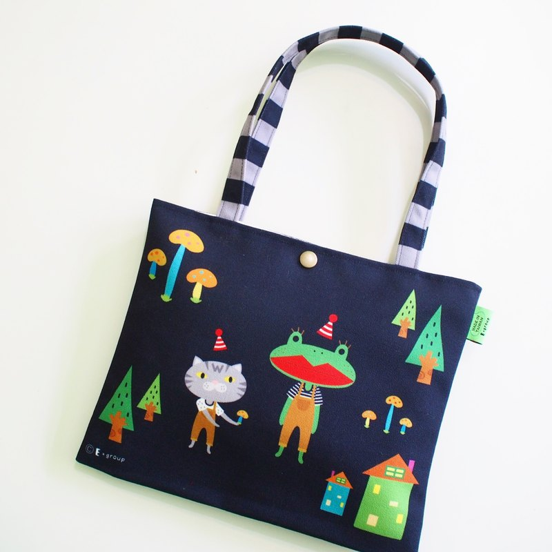 E * group new shoulder bags double-sided design (A frog field) canvas bag canvas bag cat frog