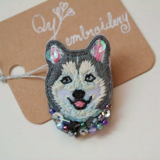 Qy's dogs Alaskan Malamute Hand Embroidery brooch pin gift