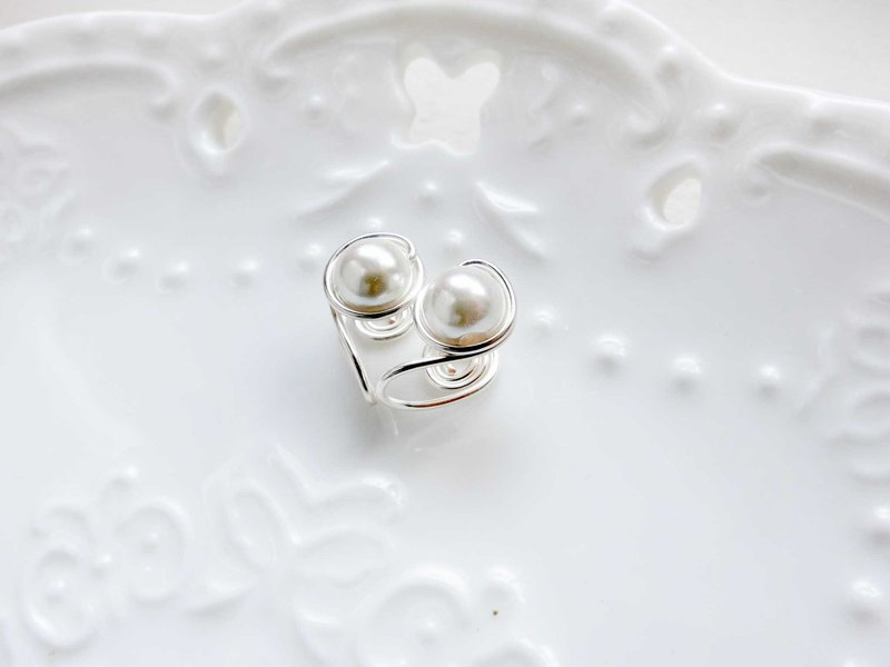 【Small Planet】 white pearl clip earrings