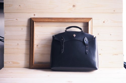 """Cabin Bag"" hut bag Italian leather tanned leather leather bag / side backpack black"