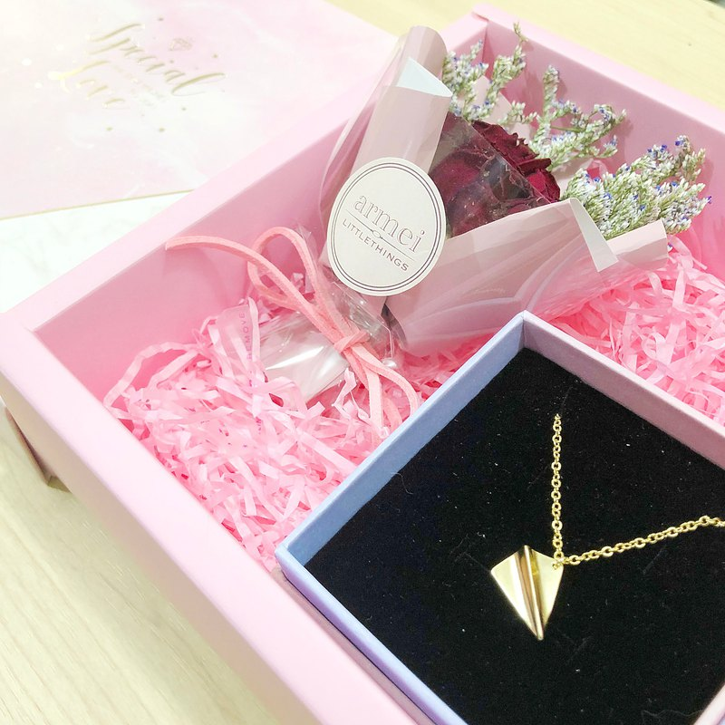 [Small bouquet gift box set] gold plane. Paper airplane necklace + mini dry bouquet