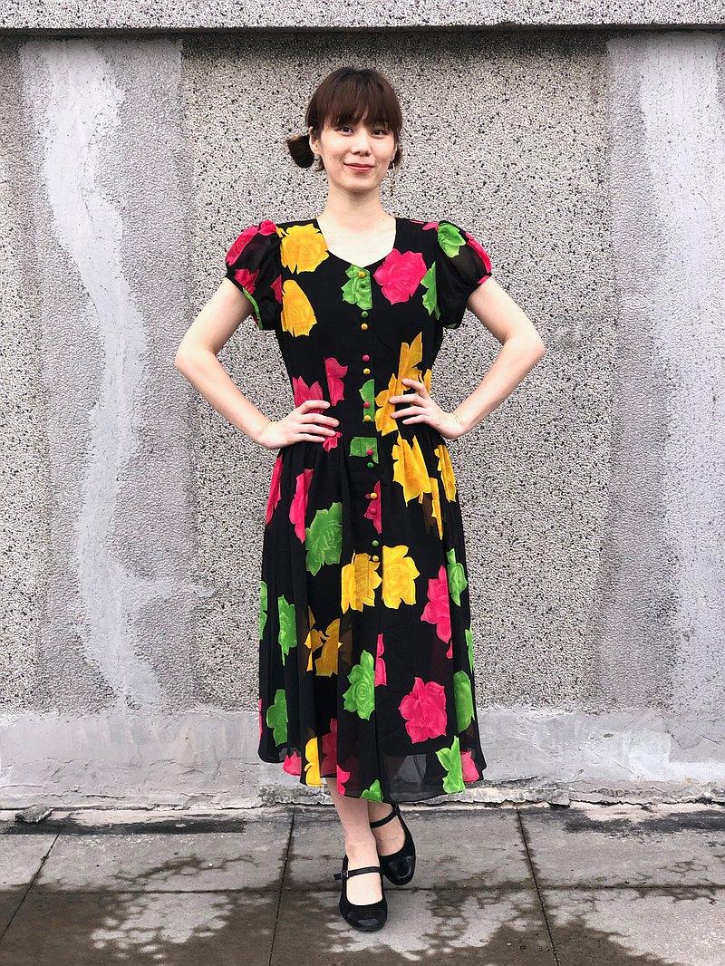 黑身大玫瑰洋裝