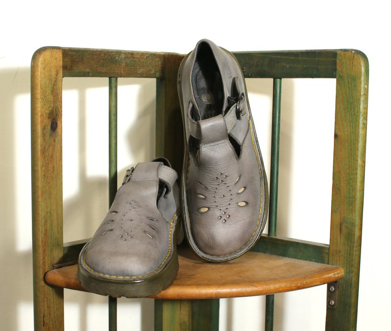 Back to Green- Dr.Martens British elephant gray doll shoes vintage shoes