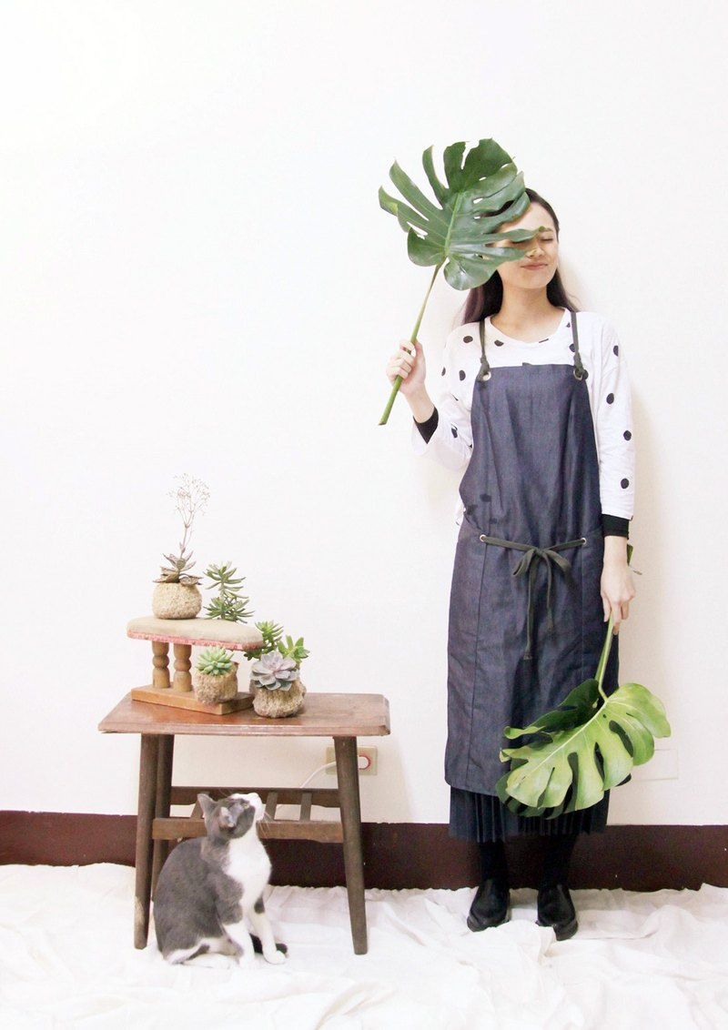 Minimal staff apron - enzyme washed denim series