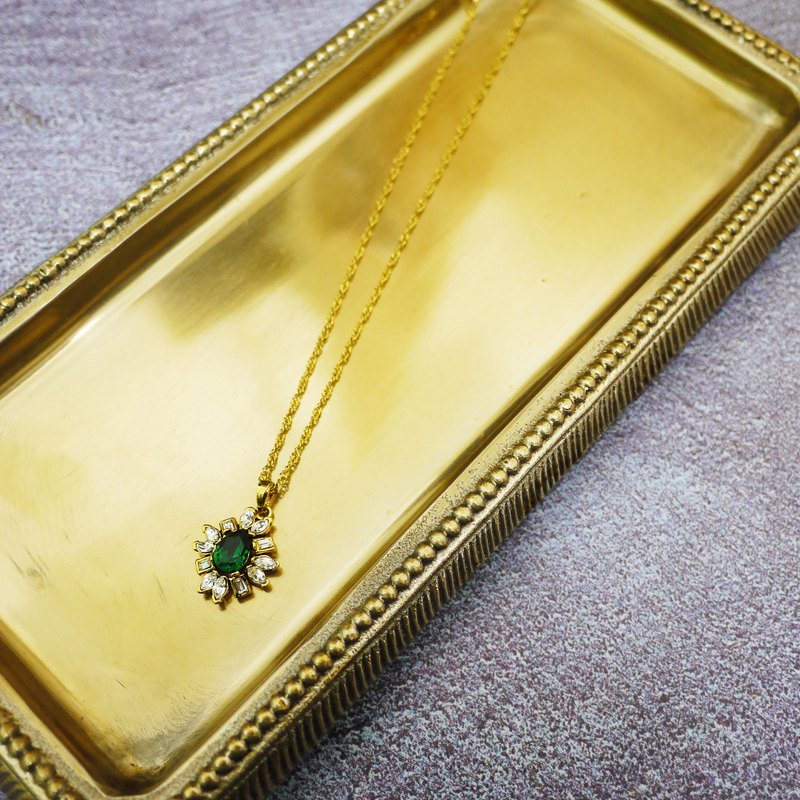 Emerald Classic Elegant Necklace