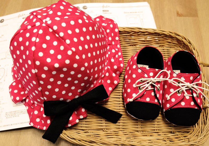 [Miya ko. 杂布布手作] Japanese / cute little / Minnie / Disney / hat / canvas shoes / baby shoes / toddler shoes / full moon ceremony / Mi Yue gift box