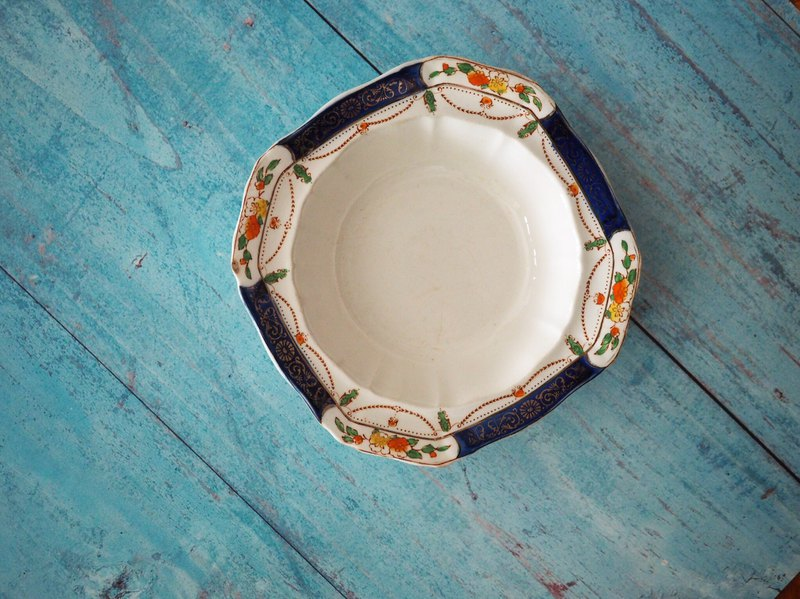Cute and vintage British antique square bowl single piece for sale