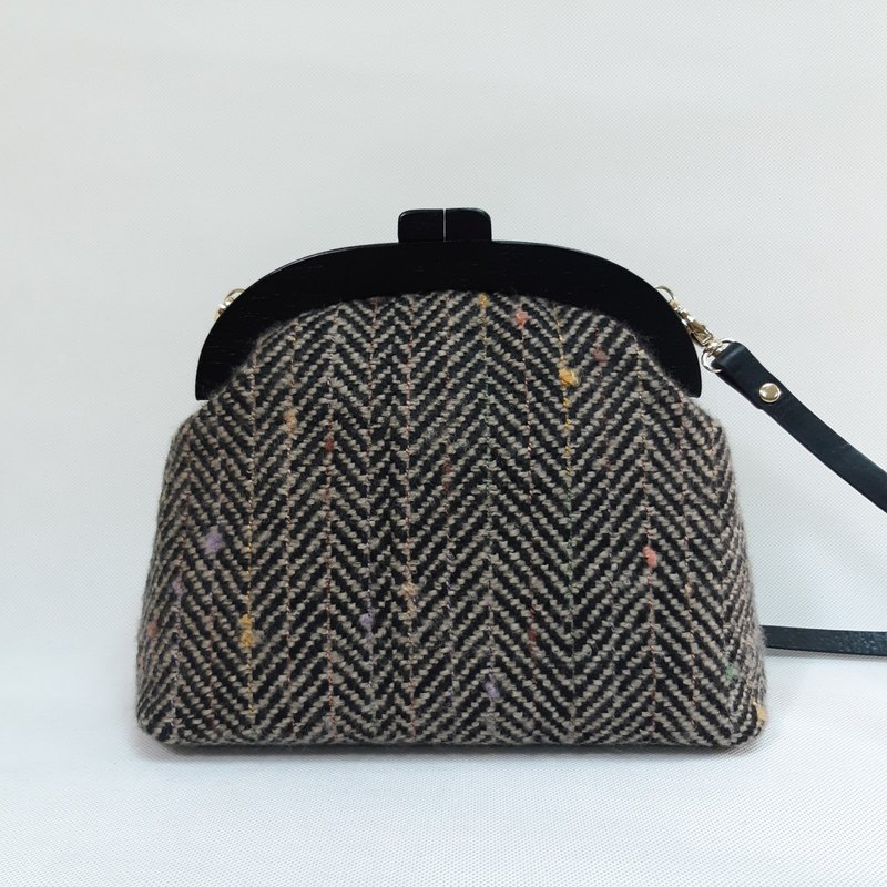 Cross-stitched wool (black brown) solid wood gold bag / cross-body bag / side backpack / carry-on bag