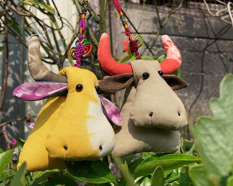 【DIY材料包】萌牛吊飾 植物染布 手作體驗