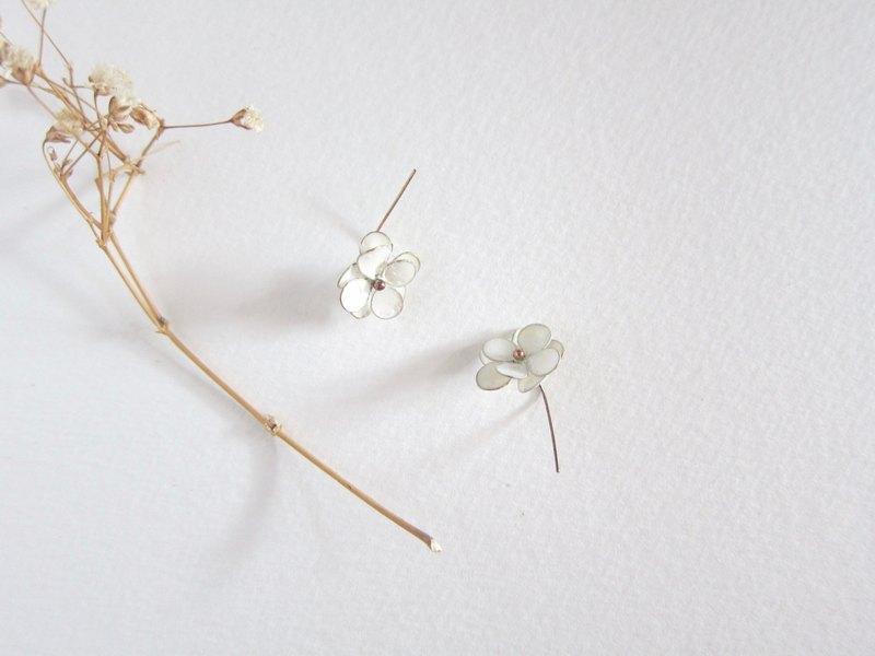 小白梅 手工金工繞線耳環 白色 繞線 花 花瓣