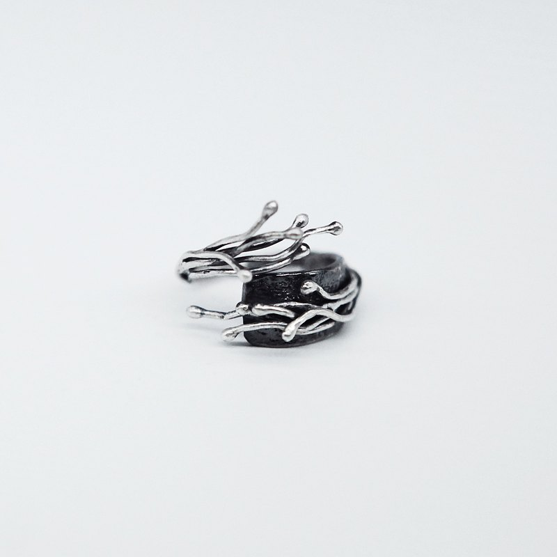 Newborn-Vine Surrounded Sterling Silver Open Ring