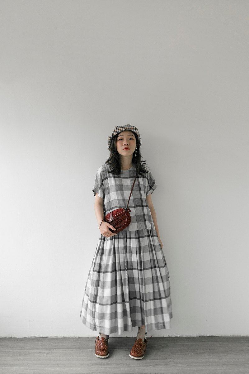 Forest black and white gray check cotton and linen sleeve dress