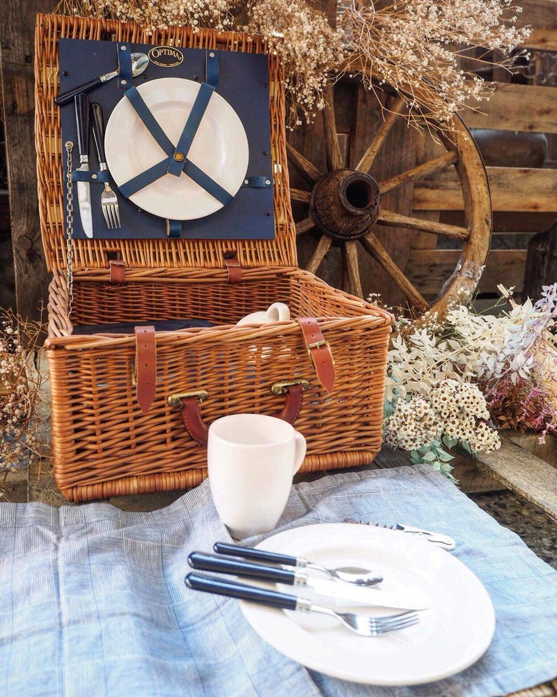 British early rattan picnic basket set JS