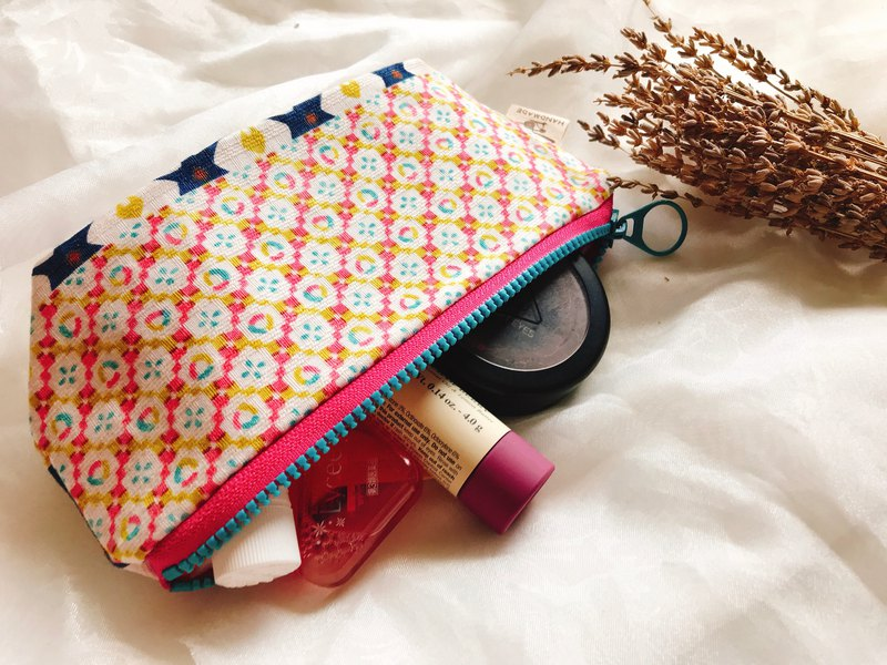 Cosmetic bag / pencil case / storage bag - wind geometry