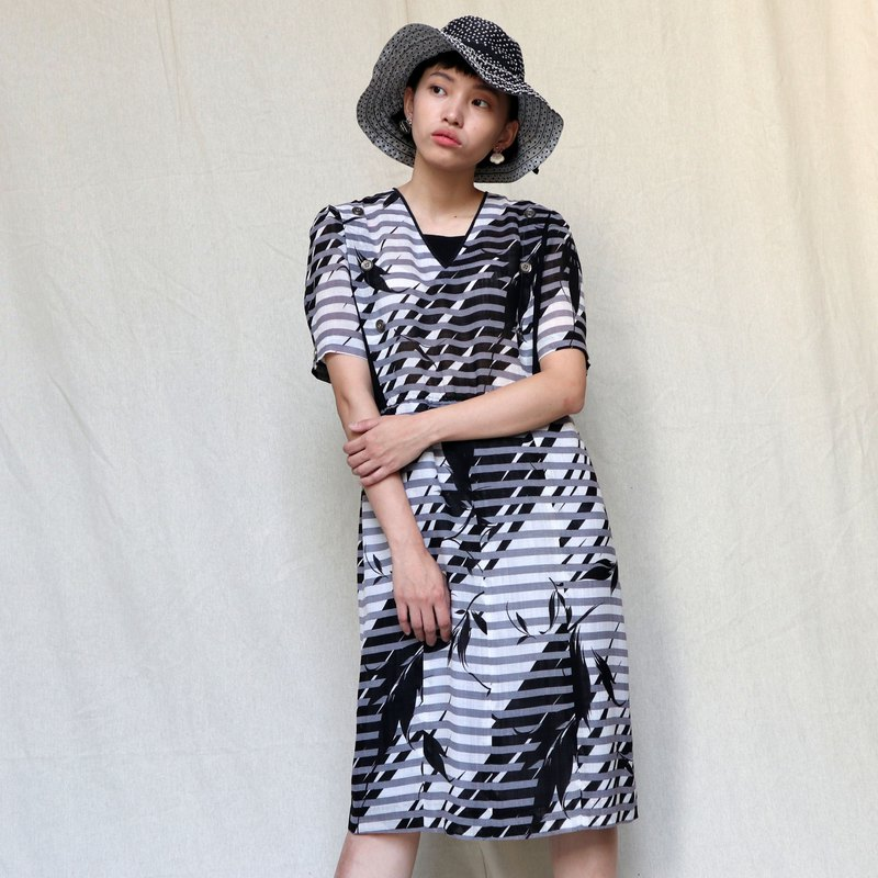 Pumpkin Vintage. Ancient gray and black linen printed wide dress