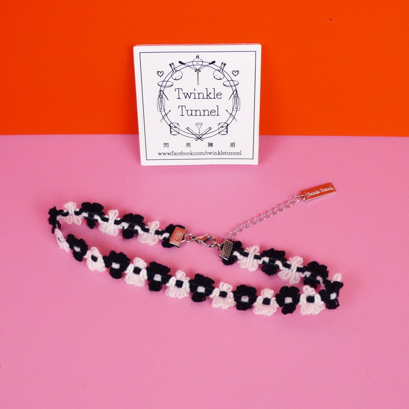 Wool black and white stickers necklace