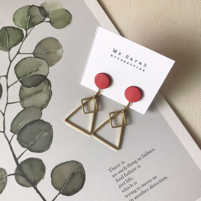 Leather earrings_small circle geometry_coral red triangle
