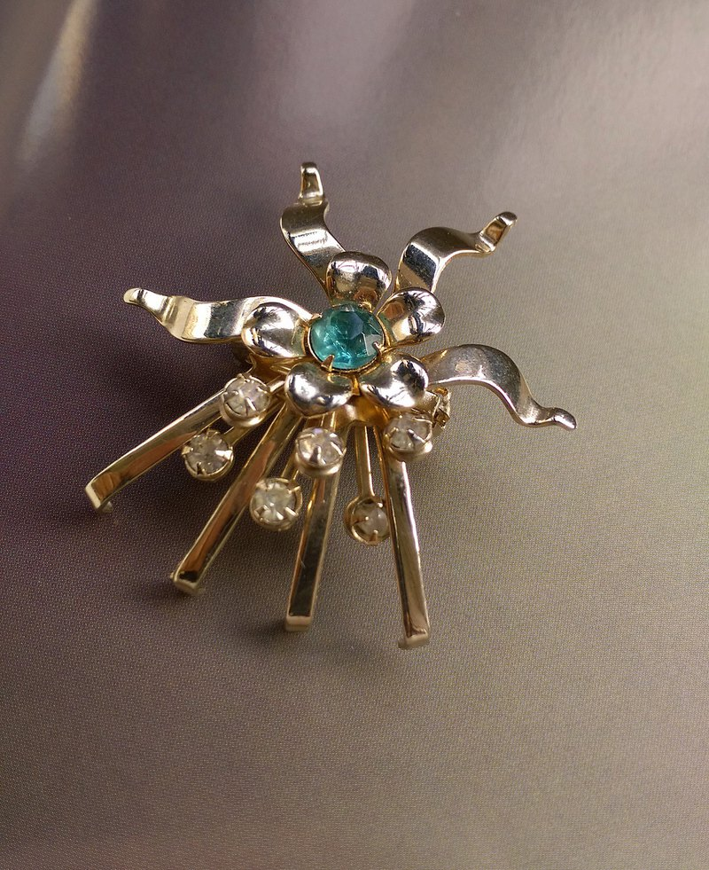 Western antique jewelry. Flower shaped blue diamond geometric image pin