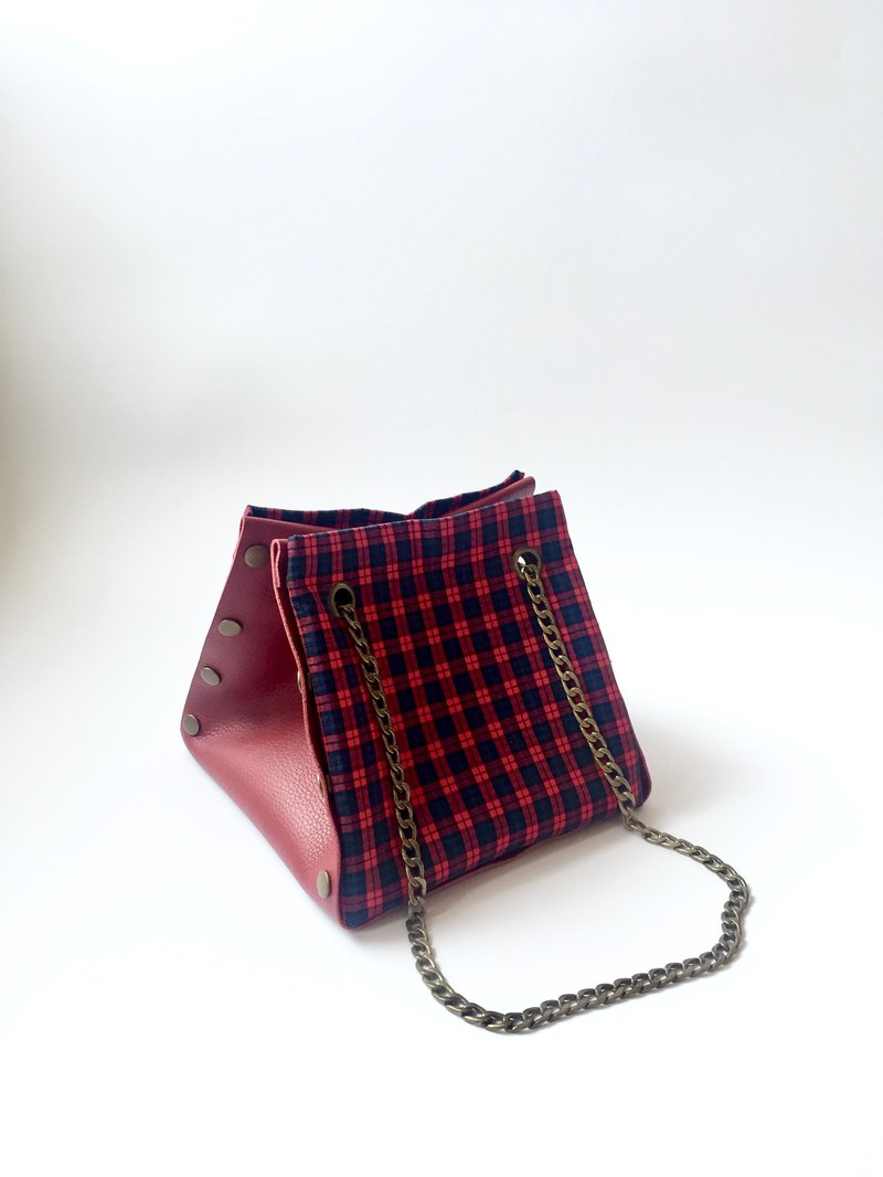 Mix and match Button Cube Bag with red leather