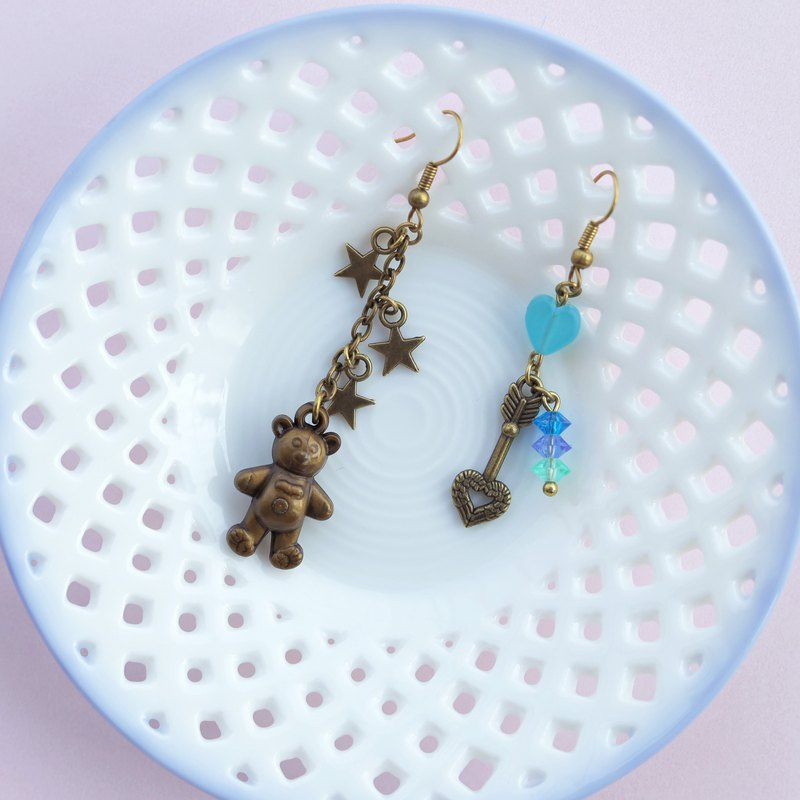 Teddy bear Love arrow mismatched earrings