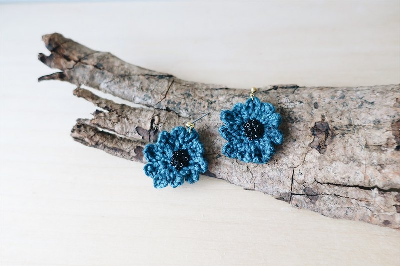 【Embroidery】 embroidery thread poppy earrings