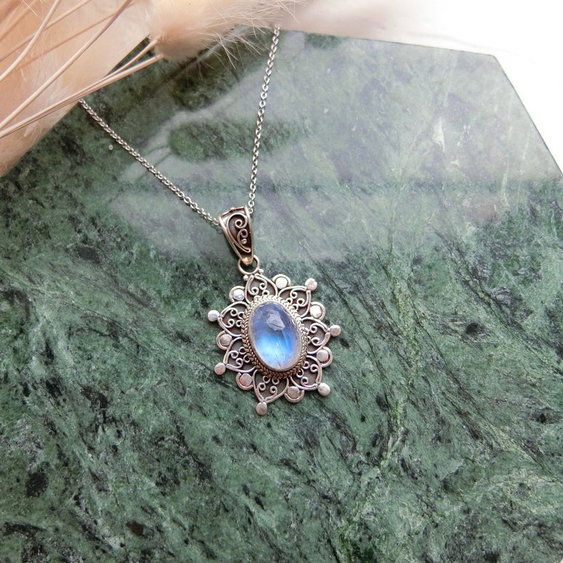 Moonstone 925 sterling silver exotic flower design necklace Nepal handmade silverware