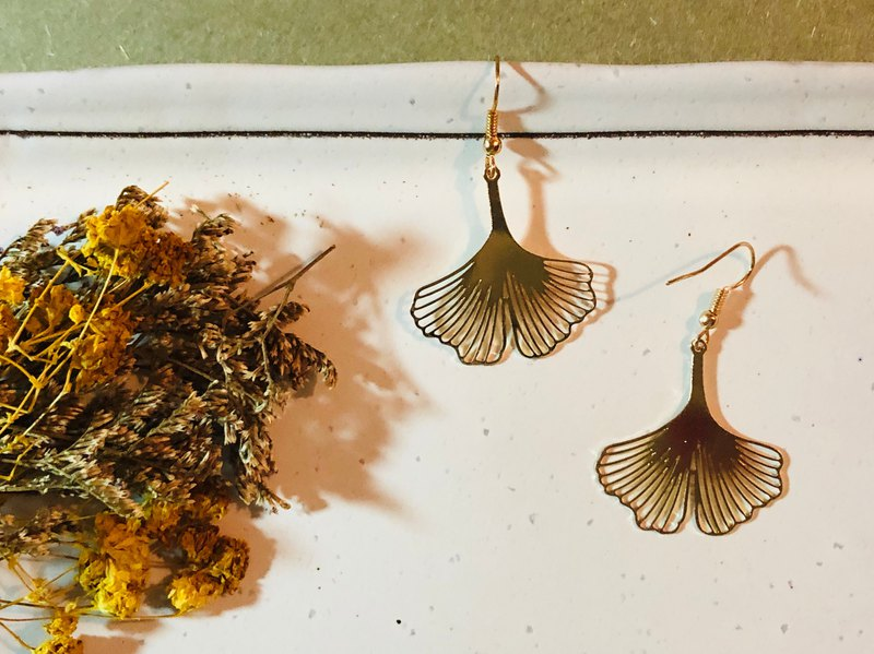 [handmade earrings] A7 ginkgo autumn - ear hook / ear clip / custom