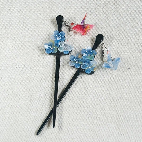 Wings, three cherry blossoms, hairpins - blue