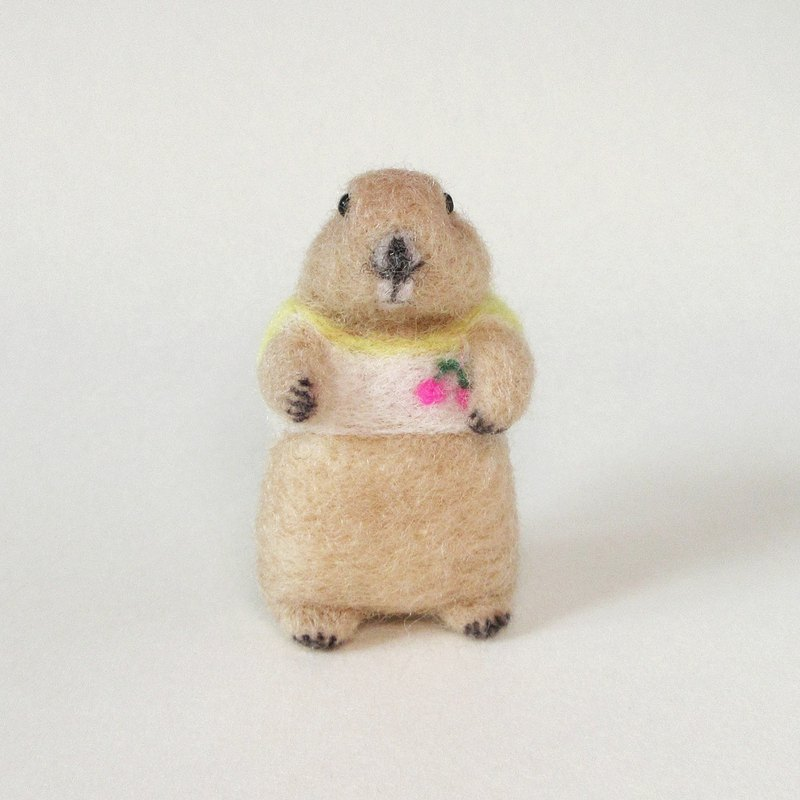 Needle felted prairie dog brooch(Cherry tee)