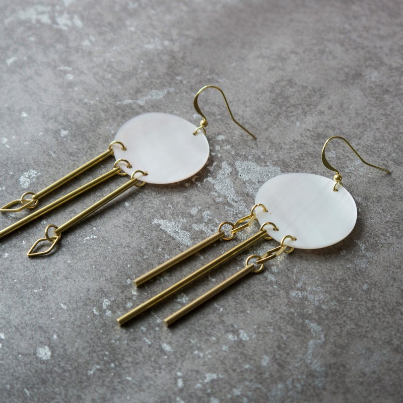 geometric. Natural white pearl earrings