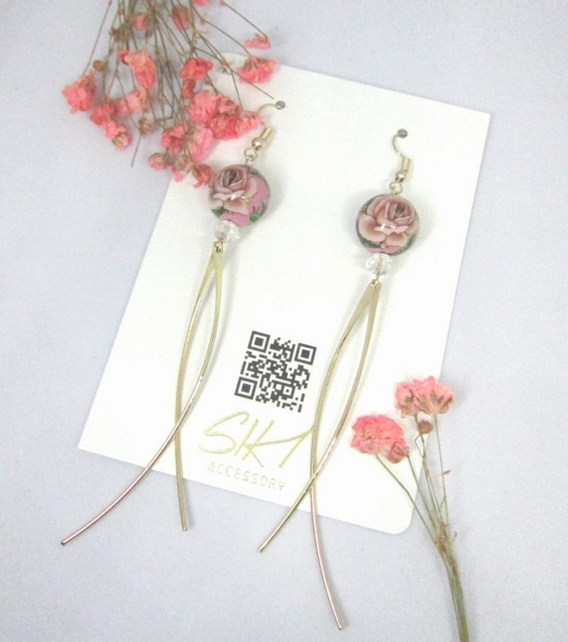 【Can change to ear clips】Japanese painted bead with C-shaped golden bar earrings
