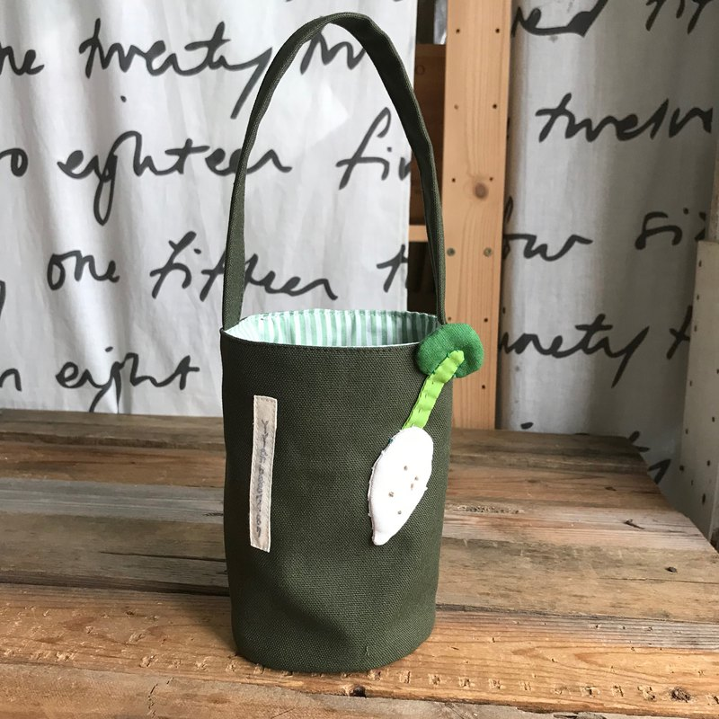 White radish drink bag / kettle bag / dark green bottom