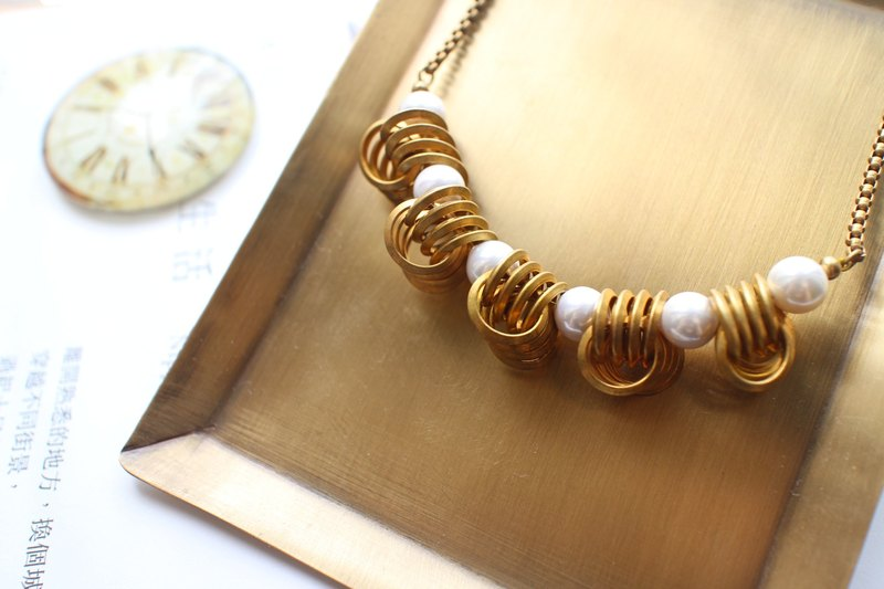 Curly curly- brass necklace