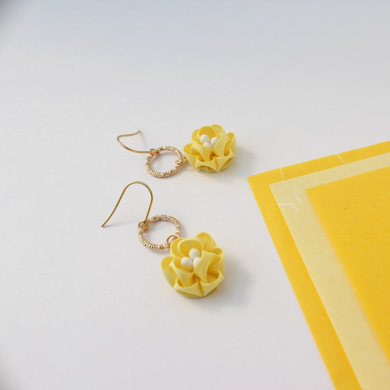 Earring/ non pierced earring pastel yellow flower