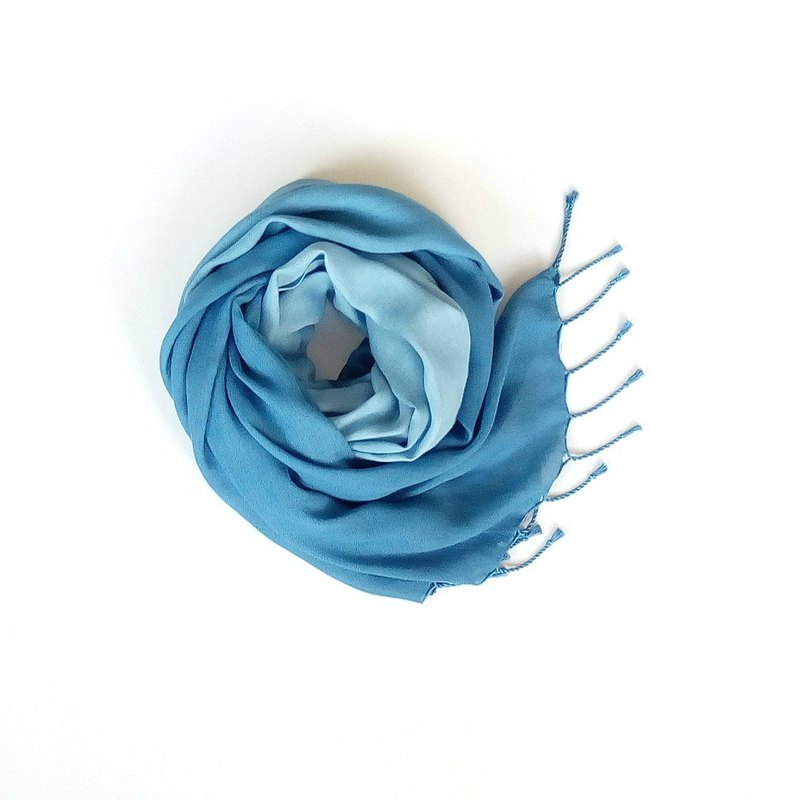 Handmade blue dyed gradient silk scarf natural plant dyed original scarf shawl silk scarf simple cultural creation