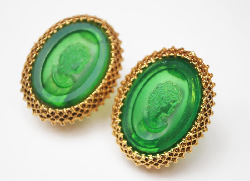 Western antique emerald emerald cameo golden clip-on earrings VINTAGE jewelry vintage dress