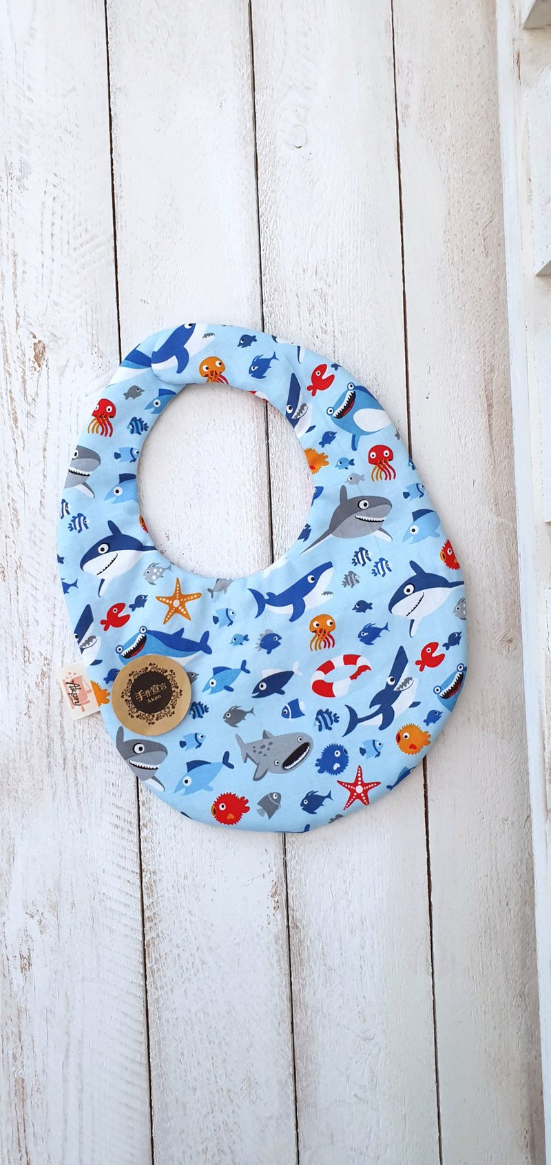 Small shark - thin cotton and four layers of egg-shaped bibs