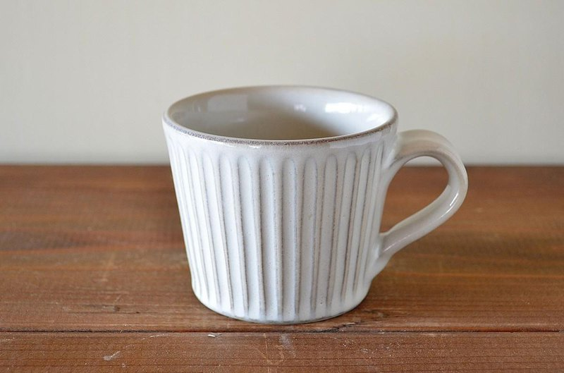 Straw-like ash glazed mug